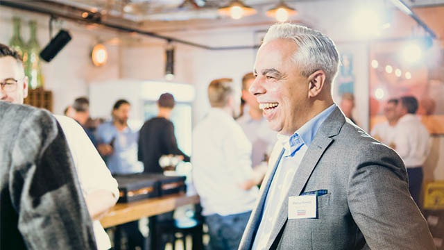 smile while networking during the event video berlin